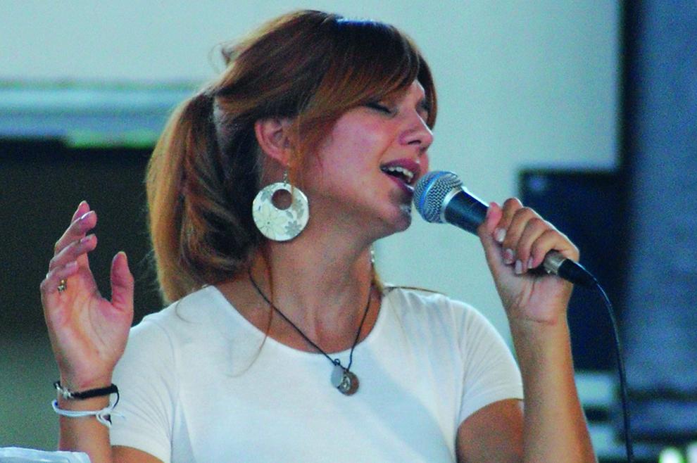 Mihaela Kristofori: Dirljivo je kada vidim kako ljudi u slavljenju otvaraju srce Gospodinu book evangelizacija