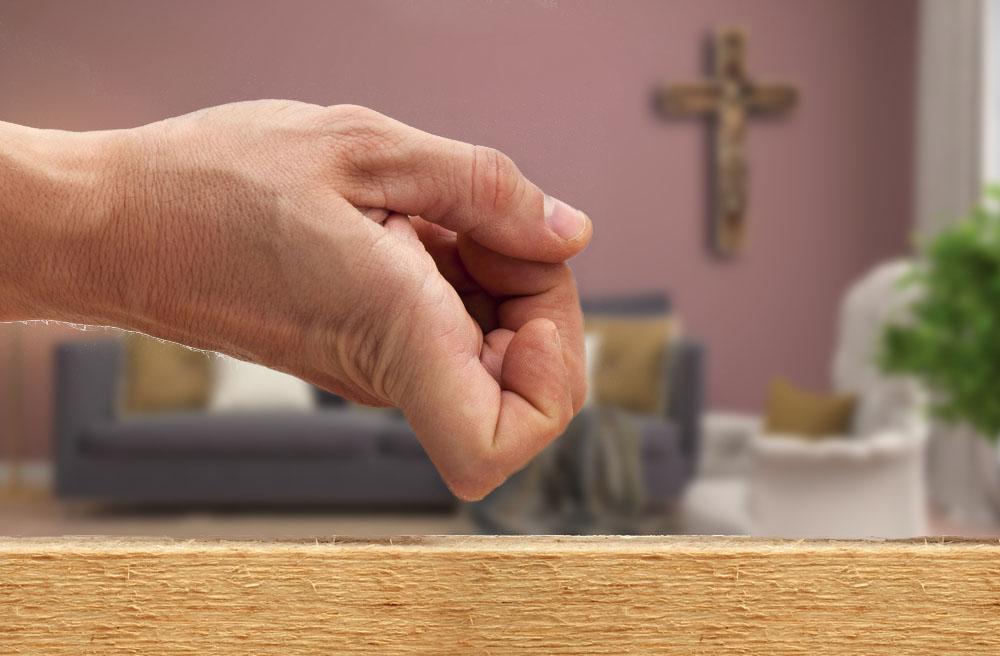"""Vjerujemo Isusu, ali i kuckamo o drvo """"za svaki slučaj""""(?!)"""