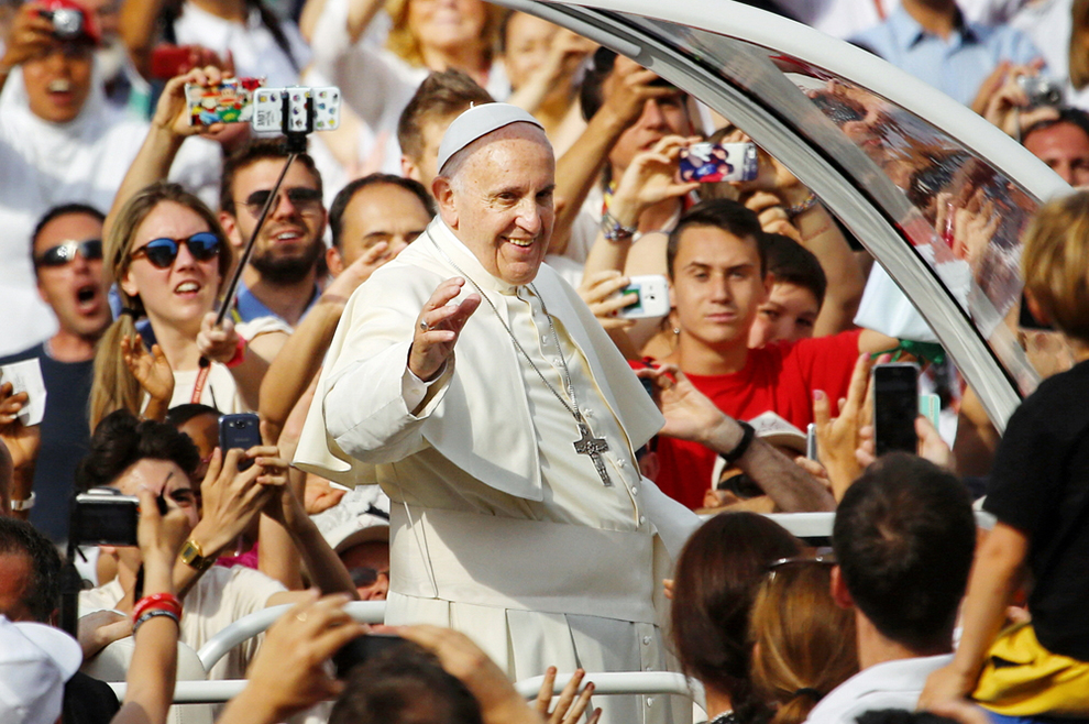 Papa je kriv samo zato jer želi da se preko njegove službe upozna i zavoli Krist!