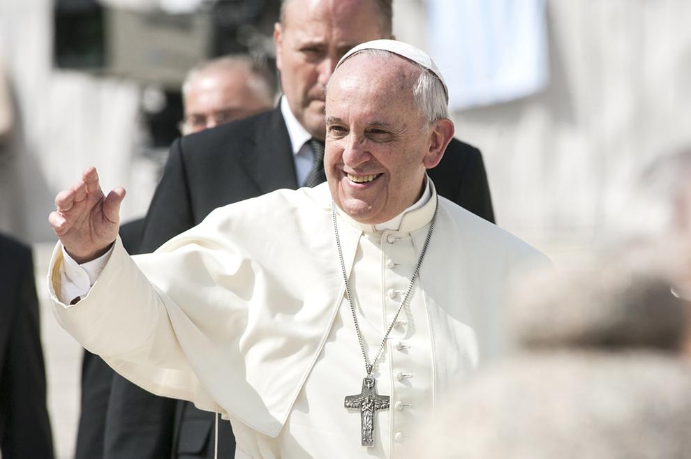 Papa: Neka nam Marija pomogne da budemo svetima, kako bismo se jednog dana susreli s Njom u raju