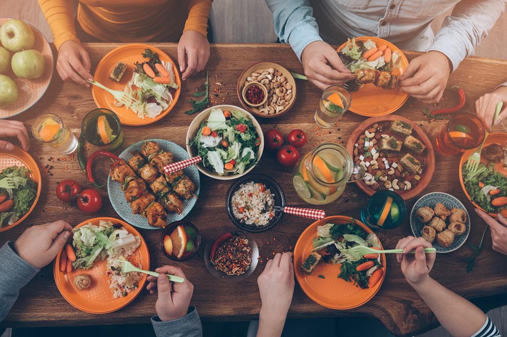 Zašto previše jedemo, i zašto je Bog kao oblik euharistijskog prinosa izabrao običnu hranu?