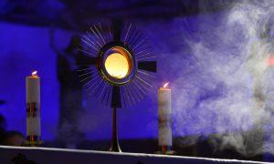 Sve što trebate znati o klanjaju Presvetom Oltarskom Sakramentu