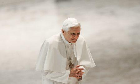 Papa emeritus Benedikt XVI: 'Pod utjecajem hedonističkog konzumerizma, Božiću prijeti opasnost da izgubi svoj duhovni smisao'