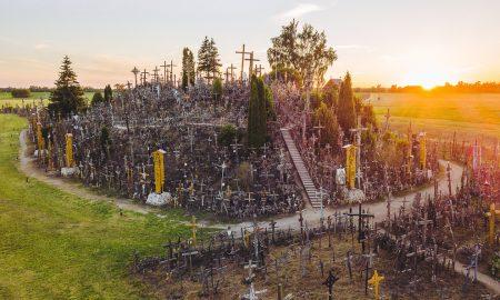 Brdo sa 100 tisuća križeva u Litvi hodočasničko odredište i simbol otpora komunističkom režimu