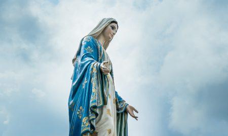 Djelovanjem Duha Svetoga u Mariji, Bog je svijetu darovao Emanuela ('Boga s nama')