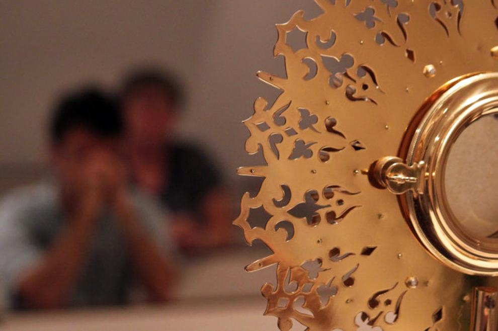 Želiš se duhovno pripraviti za Božić? Franjevci pozivaju na ispovijed i adventsko klanjanje za mlade!