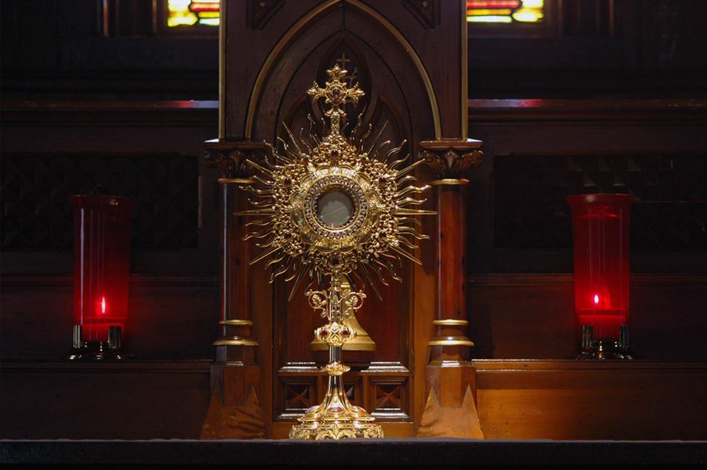 Euharistijsko čudo u Riminiju: Heretik se obratio nakon što se njegova mazga poklonila Isusu u Presvetom Sakramentu