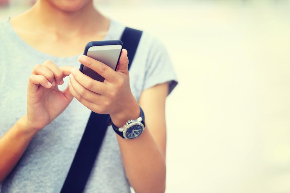 Kako privući pogled mladićâ i djevojaka zagledanih u mobitele, tablete…