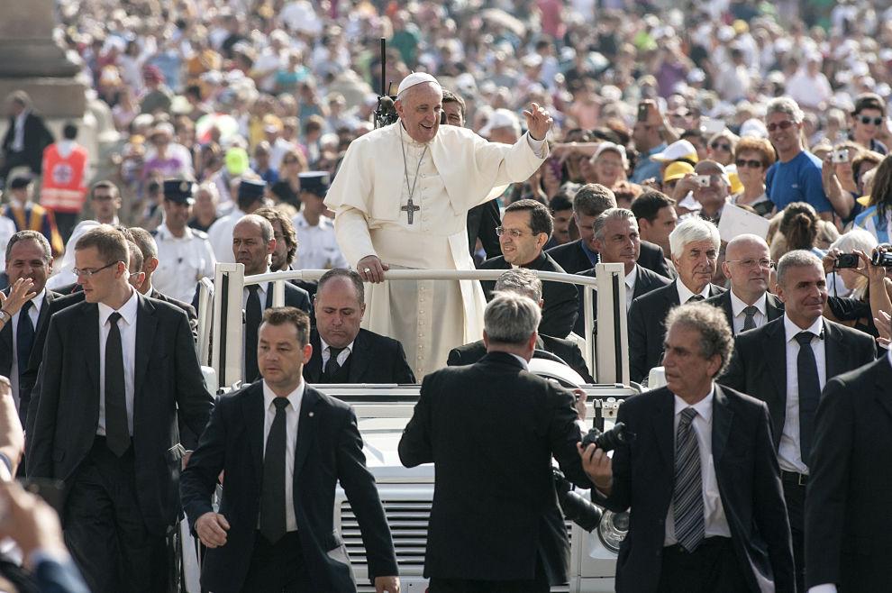"""Papa Franjo poziva """"Izađite na ulice i evangelizirajte. Naviještajte Evanđelje!"""""""
