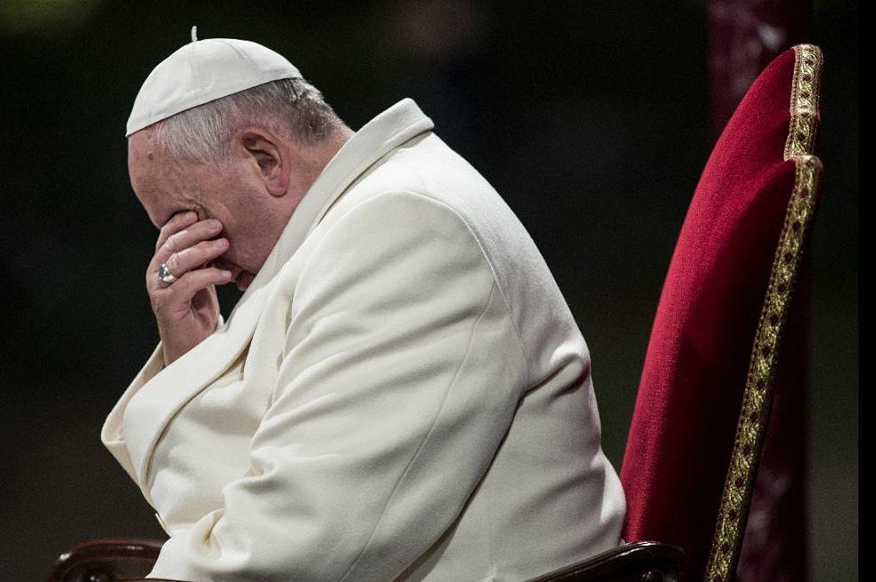 Papina borba protiv Sotone
