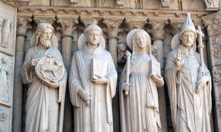 Zašto katolici imaju kipove u crkvi?