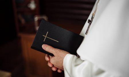 Papa koji je napustio Crkvu