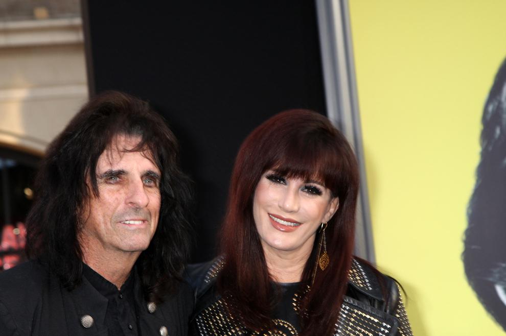 Cooper sa svojom suprugom Sheryl, s kojom ima troje djece.