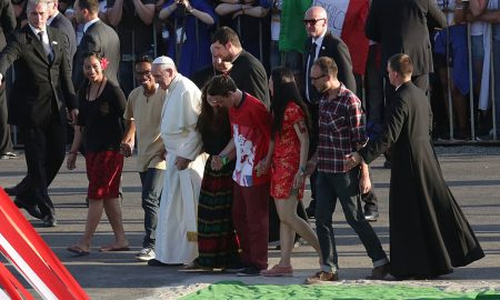 VIDEO Papa mladima ispričao anegdotu o ženi koja je voljela ogovarati…