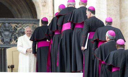 Papa svećenicima: Život vjernika nije crno-bijeli, nego nijanse sive