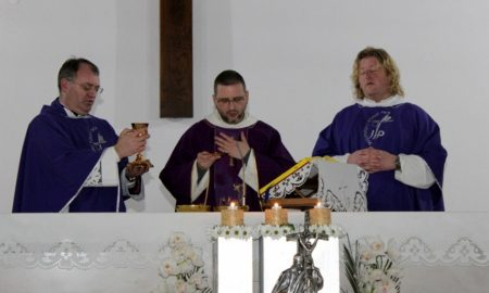 Pater Glogović Nacionalnom svetištu svetog Josipa, u kojem je osjetio svećenički poziv, darovao relikvije sv. Ivana Pavla II.