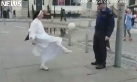 Pogledajte kako časna sestra i irski policajac igraju nogomet na ulici