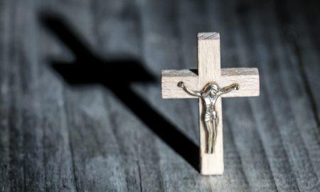 Što je Isus mislio kad je govorio o uzdizanju sa zemlje; i zašto nam se Bog čini dalek