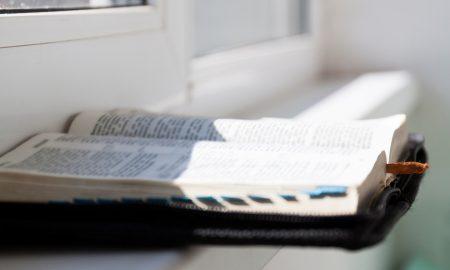 """""""Upoznaj Bibliju u sat vremena!"""" Studentski vjeronauk za one koji žele naučiti čitati Bibliju"""