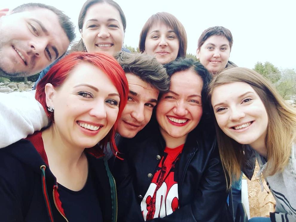 Kristina Terihaj s prijateljima
