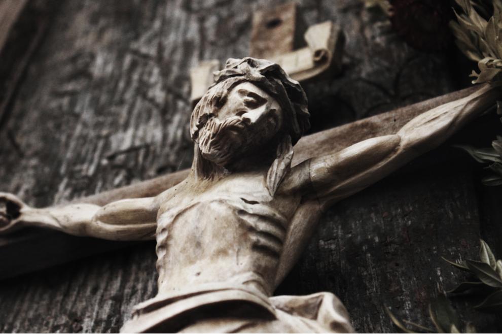 Bivši ovisnik svjedoči: Jedne noći nakon tuluma dopuzao sam do raspela ponad moje postelje, i zavapio Bogu...