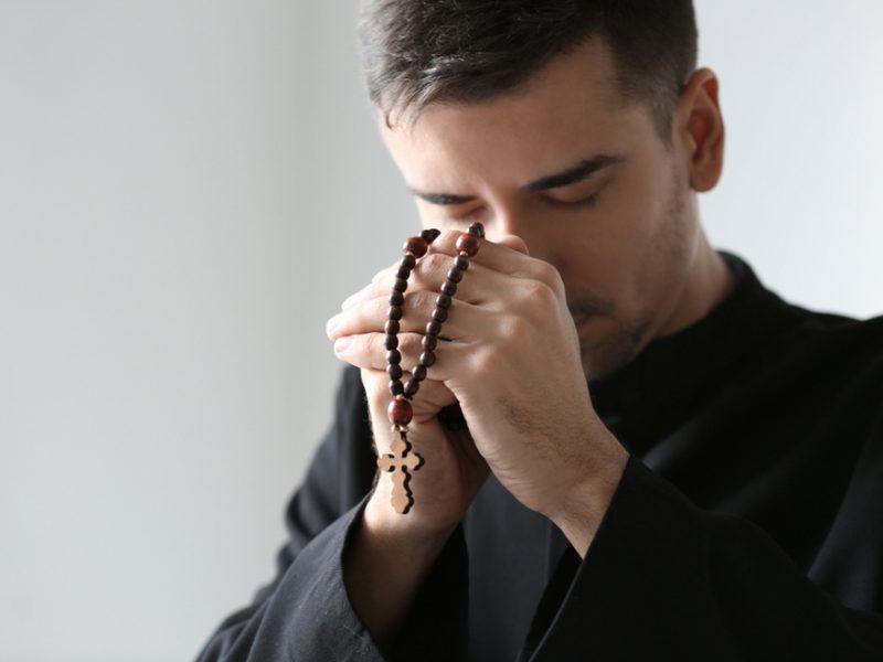 """""""Šteta što ide za svećenika"""""""