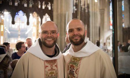 Braća blizanci zaređeni za svećenike u katedrali sv. Patrika u New Yorku