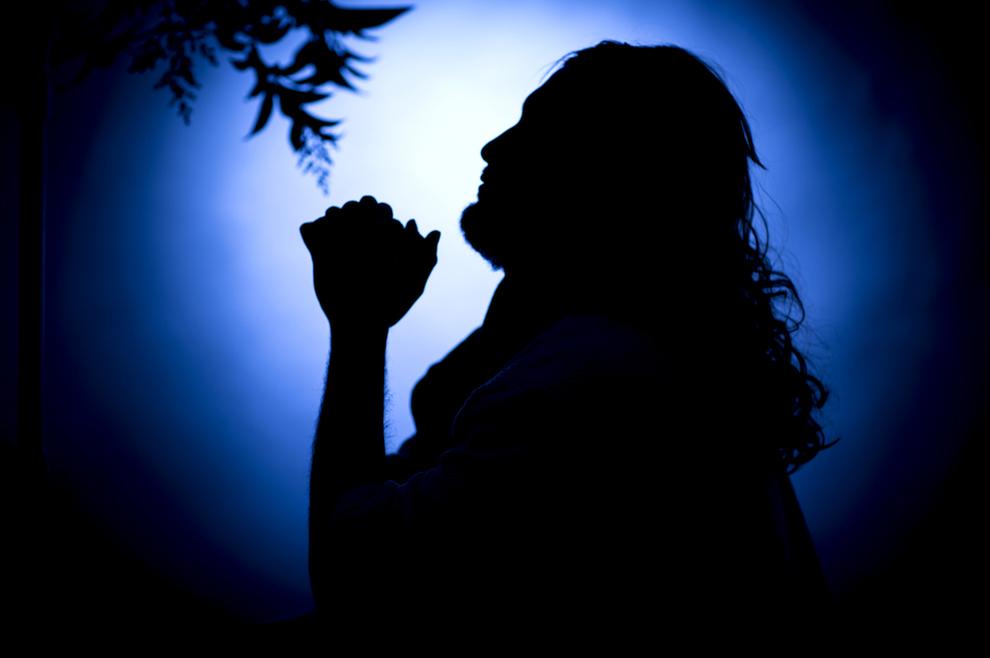 Naš veliki svećenik moli za nas – Sotona nam ne može ništa!