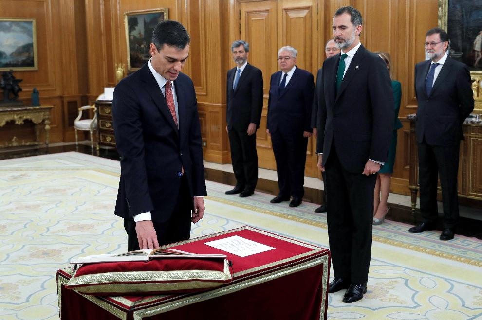 Novi španjolski premijer odbio staviti ruku na Bibliju prilikom polaganja zakletve