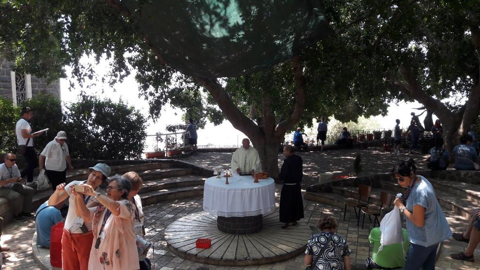 Misa na otvorenom kod crkve Petrova primata