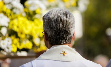 Svećenik koji se je zaljubio u djevojku