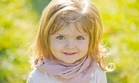 Djevojčici rođenoj bez očnih jabučica Bog vratio vid