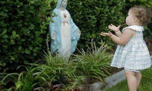 Malena djevojčica svakog dana razgovara s Blaženom Djevicom