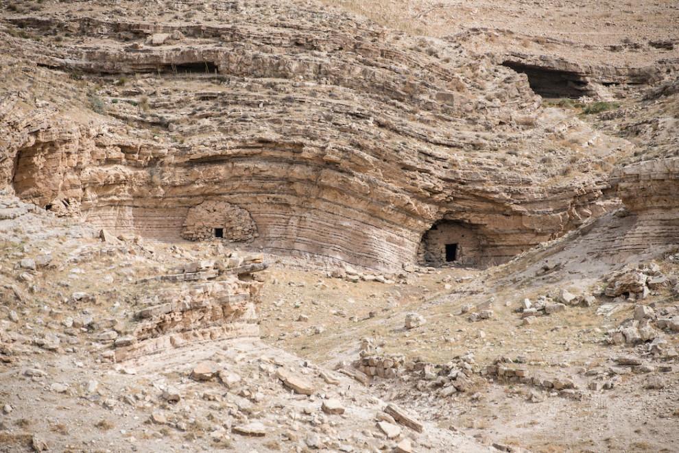 Vjeruje se da je Ivan Krstitelj bio zarobljen u jednoj od ovih špilja.
