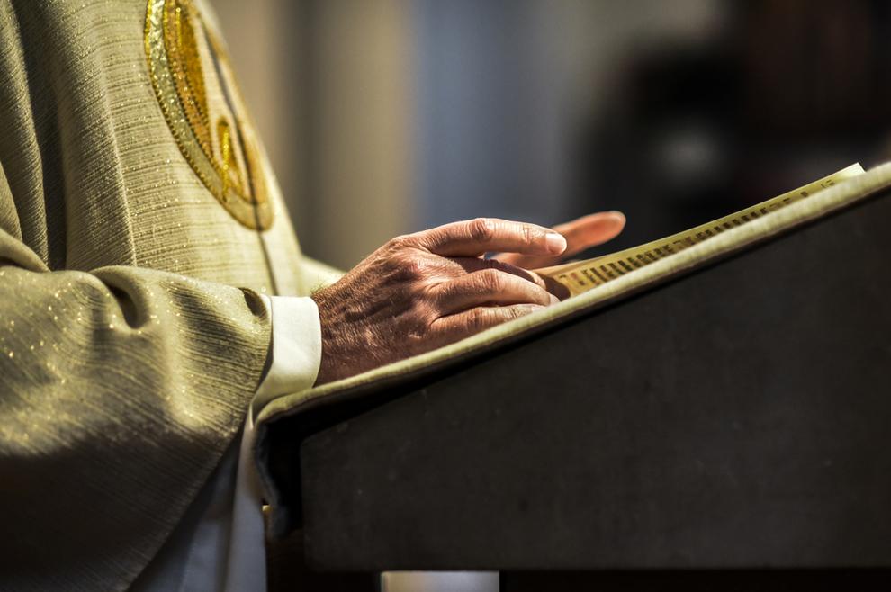 Splitskom fratru optuženom za silovanje papa Franjo zabranio rad u Crkvi i izbacio ga iz reda