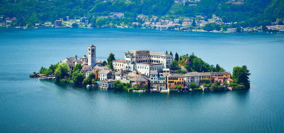Benediktinski samostan na otočiću u jezeru Orta