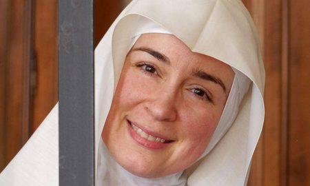 Mlada Talijanka Nicoletta Falzoni uspješnu karijeru i bučne ulice Milana zamijenila je životom u benediktinskoj opatiji