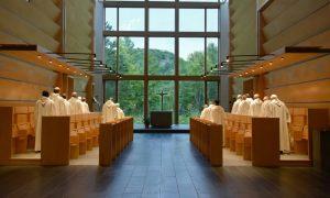 FOTO Moderna opatija u Kanadi: staklena građevina smještena u središtu šume
