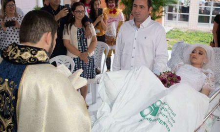 Svećenik vjenčao mladi par u bolnici: 'Vjenčanje Jessice i Fernanda svjetlo je za sve kršćane'