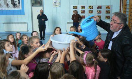 """""""Budi i ti misionar"""": djelatnici Papinskih misijskih djela posjetili su osnovnu školu u Vratišincu"""