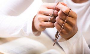 Krunica mi je bila monotona molitva i teško mi je bilo moliti ju, sve dok na tečaju nisam naučila kako moliti srcem…