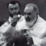 Kako je Padre Pio tijekom svete mise ponudio svoj život za ozdravljenje dječaka Rockyja