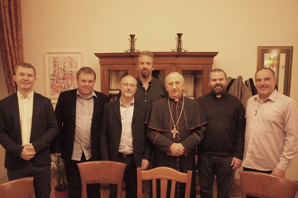 Nadbiskup Puljić susreo se s izaslanstvom vodstva karizmatskih zajednica u Hrvatskoj: 'Lijepo je kad se takvi pokreti u Crkvi između sebe poštuju i ljube'