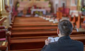 Je li dovoljno 'ići' u crkvu, imati sakramente, 'platiti' misu…