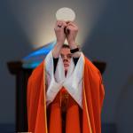 """Što se događa kada svećenik na Misi kaže: """"Molite, braćo i sestre, da moja i vaša žrtva bude ugodna Bogu…""""?"""