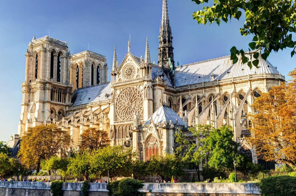 Požar u katedrali Notre-Dame pod nadzorom. Vrijedne relikvije sačuvane