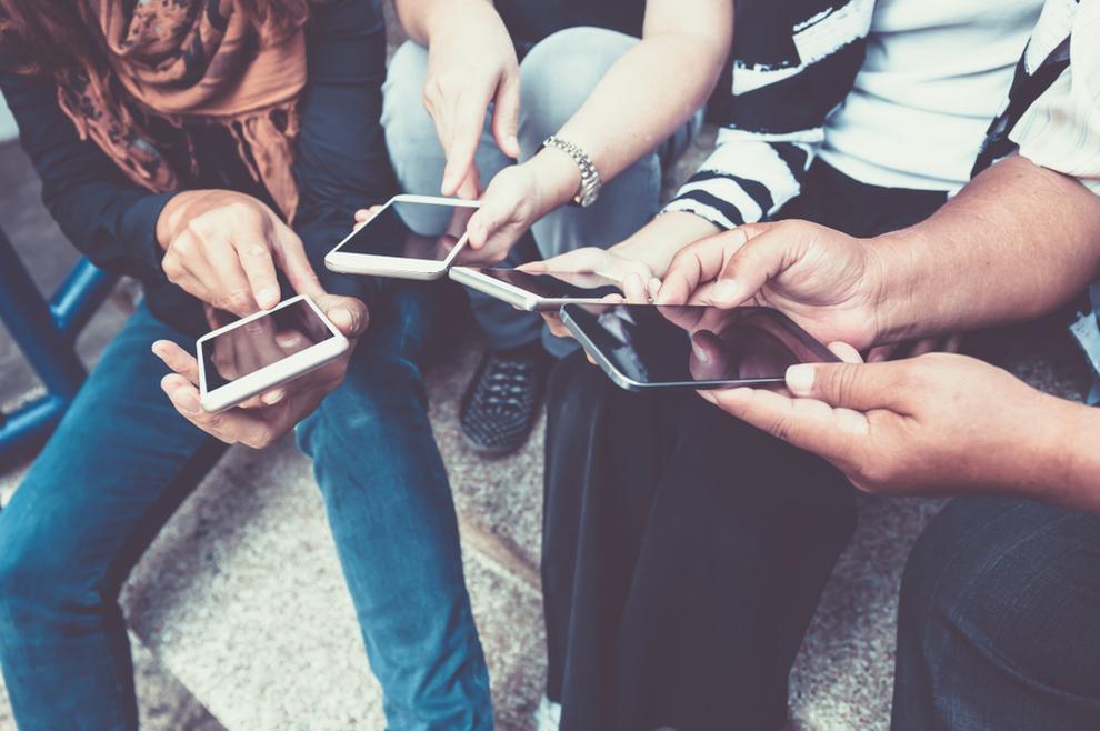 Papa i stručnjaci upozoravaju: Posljedice prečestog korištenja elektroničkih uređaja kod mladih ozbiljne su!
