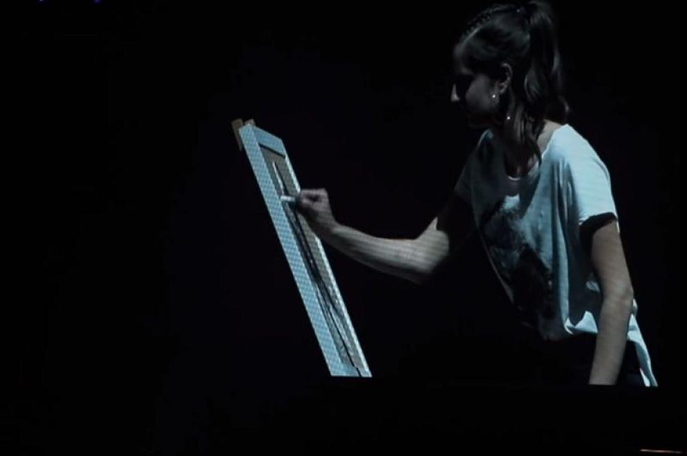 Dirljiv trenutak na koncertu 'Progledaj srcem': Pogledajte kako je mlada umjetnica nacrtala Gospu koja drži Arenu, dok se pjevala međugorska himna