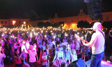 VIDEO Pogledajte kako je izgledala večer slavljenja u Osijeku: Više od tisuću ljudi pjesmom slavilo Gospodina, nastupio Alan Hržica