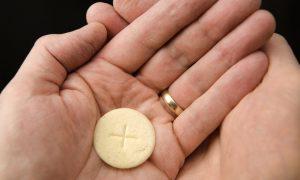 Euharistijsko čudo u Parizu: Mrzio je Isusa i hostiju, sve dok nije doživio nadnaravno iskustvo